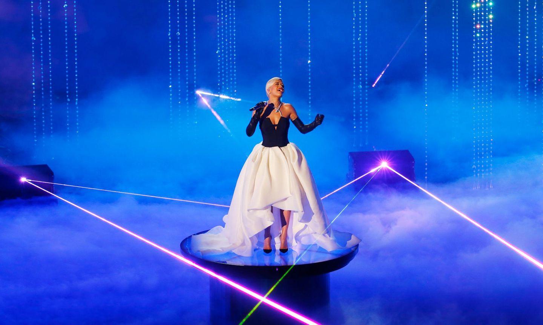 """Welch magischer Moment: Rita Ora singt ihren Song """"Grateful"""" aus dem Film """"Beyond the Lights""""."""