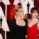 Mit der Mutter über den roten Teppich: Kein Problem für Dakota Johnson und ihre ebenfalls berühmte Mutter Melanie Griffith.