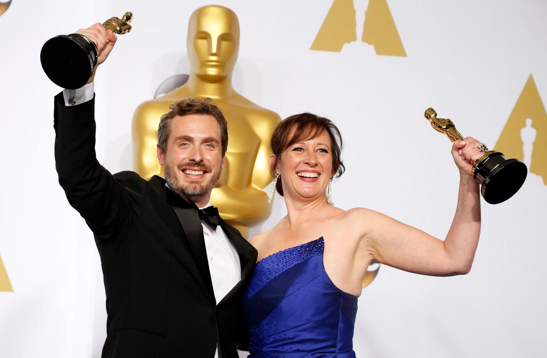 """Patrick Osborne und Kristina Reed feiern gemeinsam den Sieg in der Kategorie """"bester animierter Kurzfilm""""."""