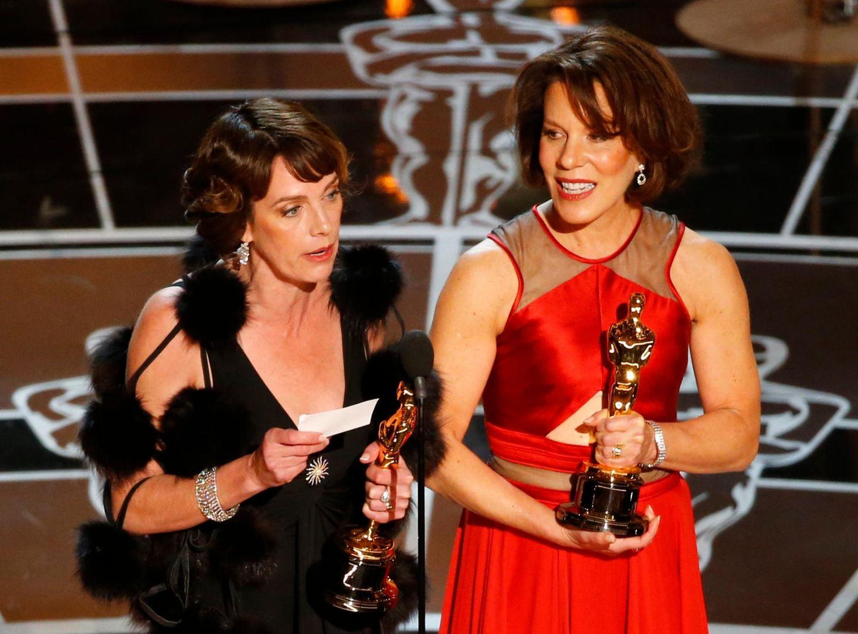 Ellen Goosenberg und Dana Perry halten ihre Dankesrede.