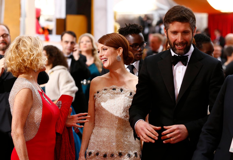 Julianne Moore wird von ihrem Mann Bart Freundlich zur Preisverleihung begleitet.