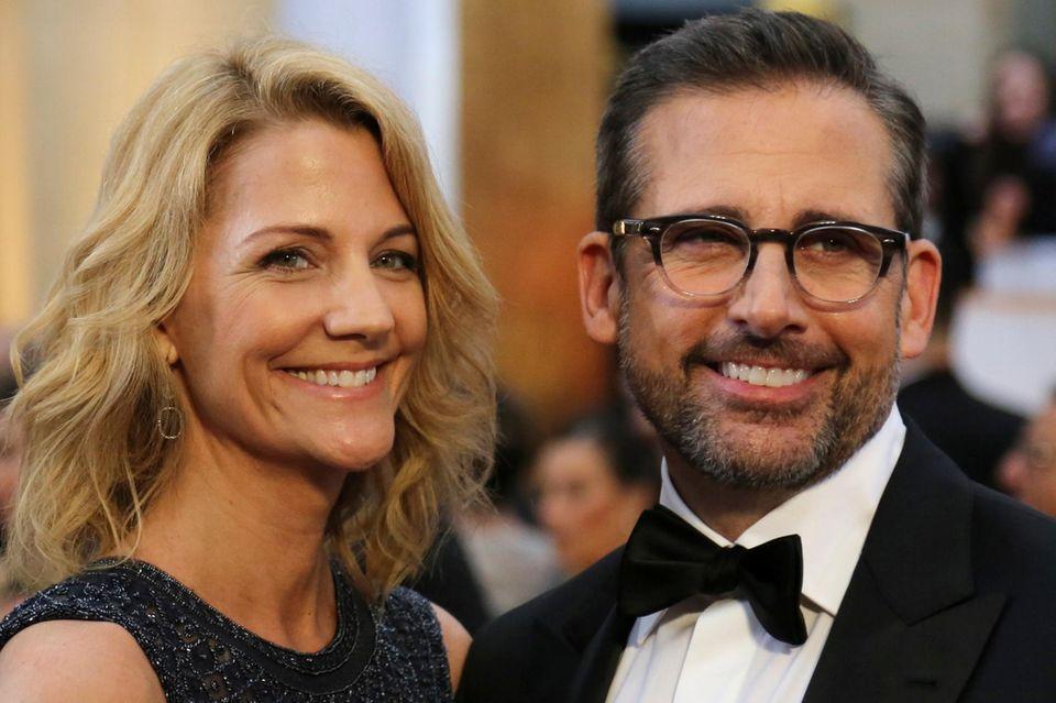Steve Carell kommt mit Ehefrau Nancy und möchte auch gerne einen Oscar mit nach Hause nehmen.