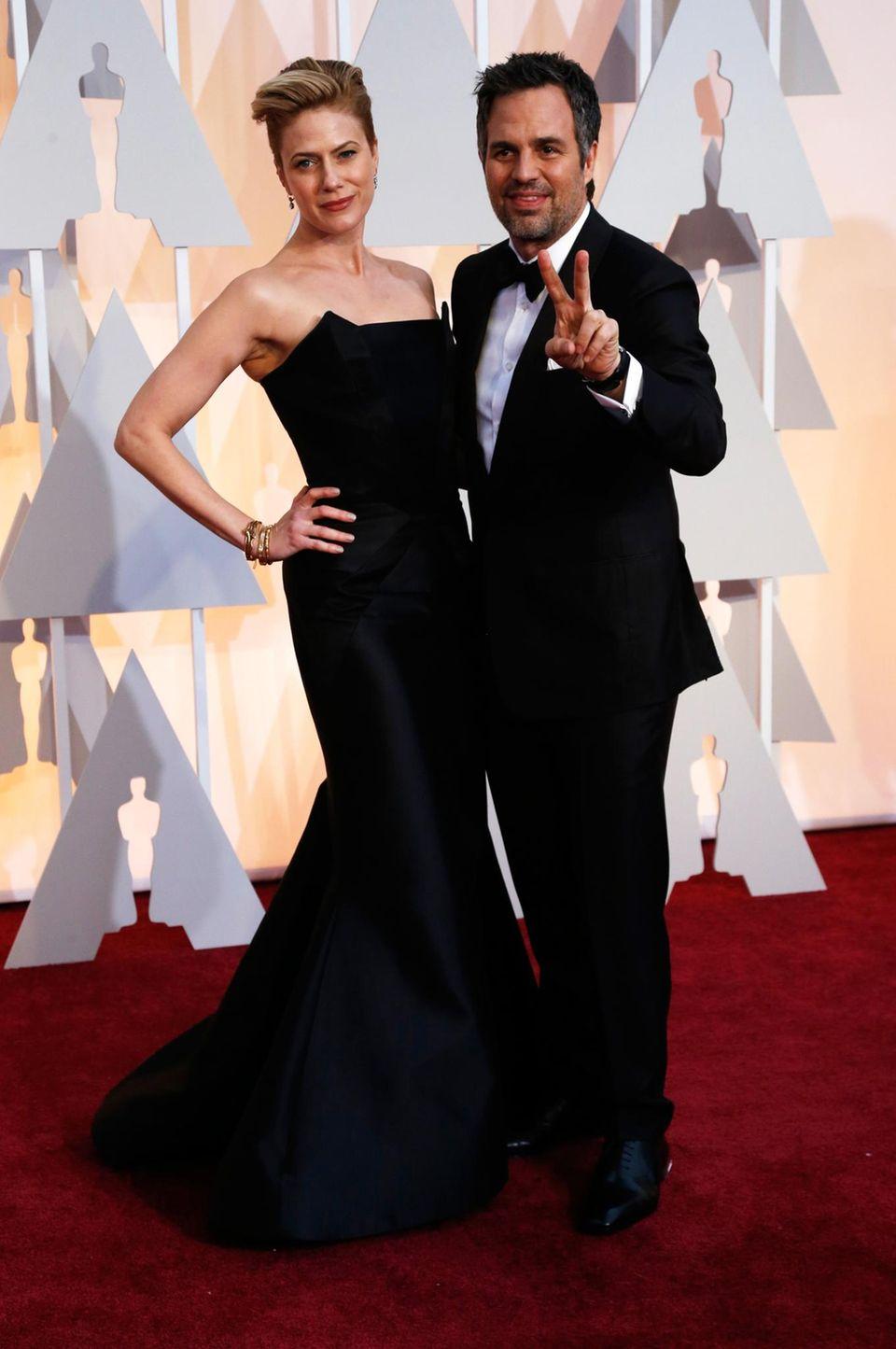 """Mark Ruffalo ist für seine Rolle in """"Foxcatcher"""" nominiert und bringt Frau Sunrise Coigney mit zur Veranstaltung."""