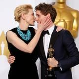 """Cate Blanchett gratuliert dem """"besten Hauptdarsteller"""" Eddie Redmayne."""