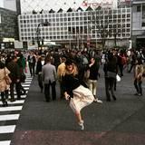 Zum Abschied zieht es Drew Barrymore noch einmal weg von Nudeln und Sushi und hin auf die vollen Straßen Tokyos. Mit diesem Foto beendet sie ihre kulinarische Reise.