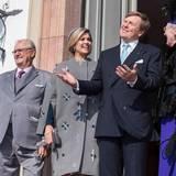 Dänemark Tag 1  Für einen Zwischenstopp geht es nach Schloss Fredensborg, wo das niederländische Königspaar mit seinen Gastgebern auf der großen Eingangtreppe für ein gemeinsames Fotos posiert.