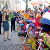 Deutschland Tag 1  In Hamburg auf dem Rathausplatz werden Máxima und Willem-Alexander mit viel Jubel begrüßt ...