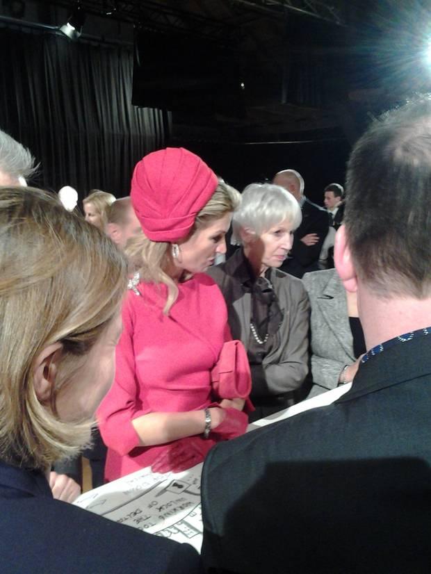 """In einem Workshop zum Thema """"Connected Cities"""" nehmen Königin Máxima und König Willem-Alexander aktiv an zwei Diskussionrunden über intelligente Mobilität in Städten teil - es geht beispielsweise um Ambulanz-Dronen und Wasserstraßen. Die Gesprächspartner der Königin beschreiben sie hinterher als interessiert und eine eigene Meinung vertretend."""