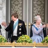 Dänemark Tag 1  Nach den Reden von Königin Margrethe und König Willem-Alexander prostet man sich zu.