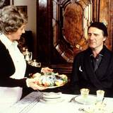 """Nicht nur in Sachen Film ist Helmut Dietl zu Lebzeiten erfolgreich. Auch mit der Fernsehserie """"Monaco Franze - Der ewige Stenz"""" erlangt er in den 1980er-Jahren Ansehen als Regisseur."""