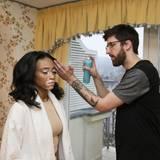 Beim In-Room-Styling ließ sich Chantelle Winnie (Model) von MOROCCANOIL perfekt für den Abend stylen