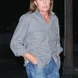Oktober 2014  Mit offenem Haar, legerem Hemd und Jeans kommt Bruce Jenner zu einem Elton John Konzert in Los Angeles.
