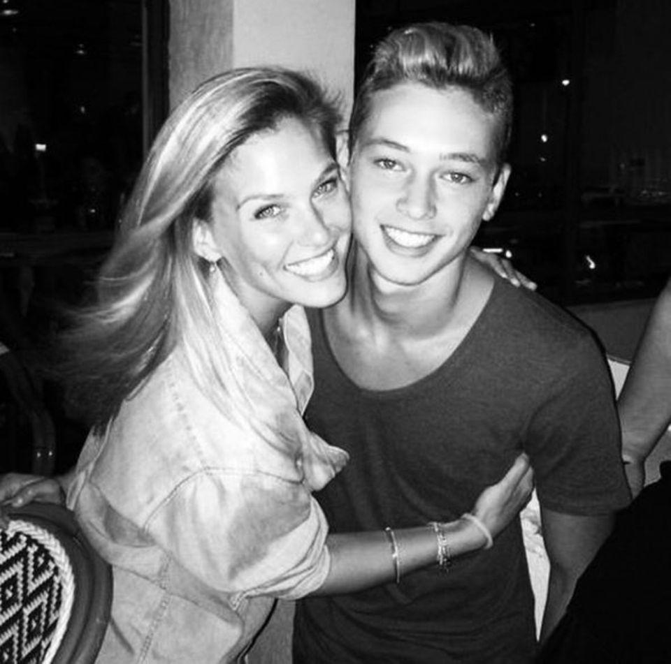 Schönheit liegt hier in der Familie: Bar Refaeli und ihr Bruder On sind wirklich ein Hingucker-Duo. Auf Instagram veröffentlicht der kleine Bruder des Topmodels übrigens ziemlich heiße Fotos von sich...
