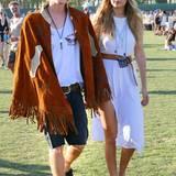 An der Seite von ihrem Liebsten, Sänger Cody Simpson, trägt Gigi Hadid ein super schlichtes, wunderbar entspanntes Outfit mit weißem Baumwollkleid.