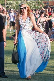 Hippie-Mädchen Paris Hilton ist seit Jahren Stammgast beim Coachella-Festival. Ihre geliebten Maxikleider und Oversize-Sonnenbrillen kommen natürlich auch hier zum Einsatz.