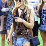 Sie selbst hat keinen Auftritt, aber Fergie amüsiert sich prächtig im Publikum des Festivals.