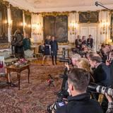 13. April 2015: Pressekonferenz auf Schloss Fredensborg  Königin Margrethe hat - aus Anlass ihres anstehenden Geburtstages - schon einige Interviews gegeben. Sie lädt aber auch noch einmal Pressevertreter in ihre Residenz ein und beantwortet Fragen.