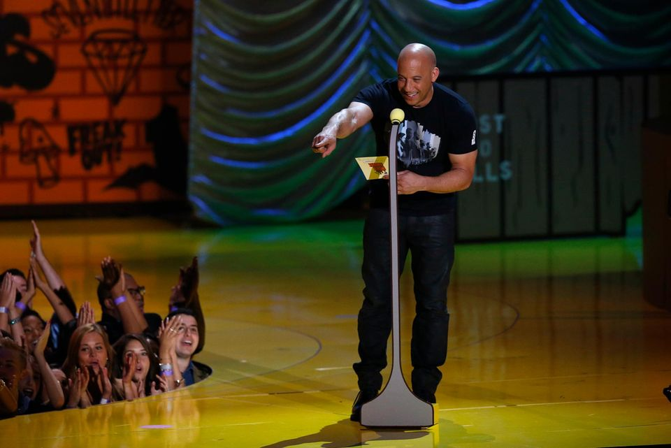 Vin Diesel darf auch einen Preis überreichen.