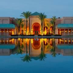 """In diesem marokkanischen Fünf-Sterne-Luxushotel, dem """"Amanjena""""-Resort, steigt die Sause. Der Ort hat eine besondere Bedeutung für Becks und Posh: Hier soll das Paar bereits sein Ehegelübde erneuert haben."""