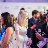"""Dakota Fanning steht den Reportern vor der Filmvorführung von """"Franny"""" Rede und Antwort."""