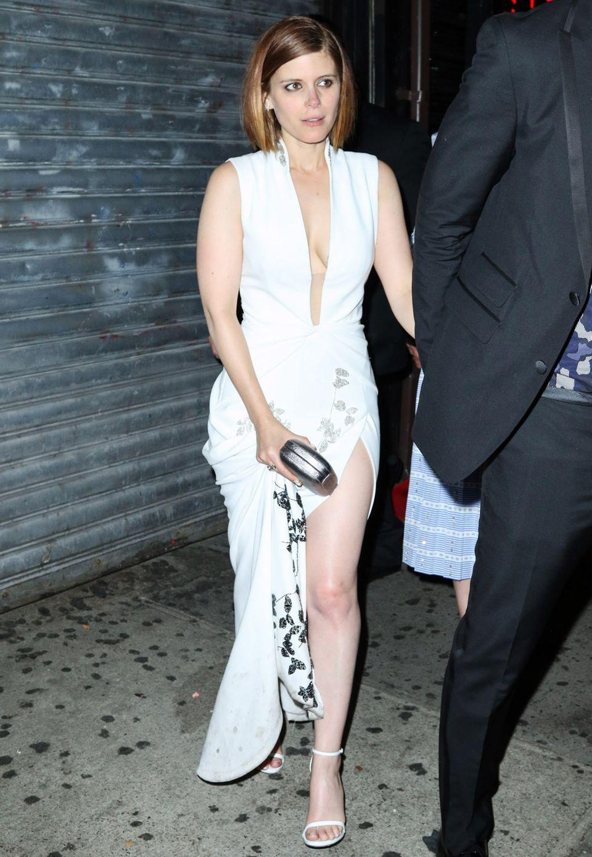 Kate Maras weiße Robe von Diane von Furstenberg hat den Abend scheinbar besser überstanden als die Schauspielerin selbst. Die hat auf Rihannas Privatparty ordentlich gefeiert.