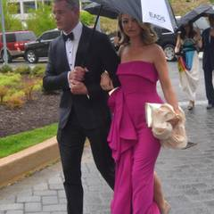 Eric Dane und Rebecca Gayheart versuchen auf dem Weg zum Dinner, trocken zu bleiben.