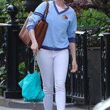 So unscheinbar laufen also Oscarpreisträger durch die Gegend, wenn sie sich unbeobachtet fühlen. Anne Hathaway präsentiert einen ebenso nichtssagenden wie beliebigen Touristenlook.