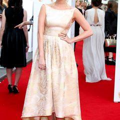 MTV-Moderatorin Laura Whitmore setzt auf den romantischen Rosen-Look.