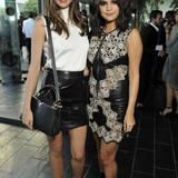 Für das Jetset-Feeling der Zwischenkollektion begeistern sich auch Miranda Kerr und Selena Gomez.