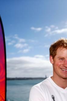 Gut gelaunt kommt Sportfan Prinz Harry zu einem 'FIFA U20 World Cup Event' in Auckland.