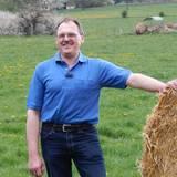 """Der Rinderzüchter Herbert, 57, aus Mittelhessen nennt 90 Angusrinder auf seinem 65 Hektar großen Ackerbau- und Grünlandbetrieb sein Eigen.    Alle Infos zu """"Bauer sucht Frau'"""" im Special bei RTL.de: www.rtl.de/cms/sendungen/bauer-sucht-frau.html"""
