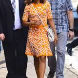 Kerry Washington setzt im Sommer auf Gute-Laune-Farben wie Orange und strahlendes Weiß.