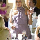 Auch Superstar Lady GaGa muss modisch nicht immer im Mittelpunkt stehen. Bei der Hochzeit einer Freundin in New Orleans hat sie sich für ein festliches, für sie aber ziemlich zurückhaltendes Kleid in einem zarten Fliederton entschieden.