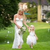 Brautjungfer und Blumenmädchen: Jessica Simpson zeigt ihren Instagram-Followern im September 2014 ihren Lieblingsmoment der Hochzeit ihrer Schwester Ashlee mit Evan Ross.