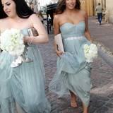 Im romantischen, hellblauen Chiffon-Dress und barfuß ist Eva Longoria unterwegs zur Hochzeit ihrer Freundin Alina Melissa Peralta mit Manuel Gutierrez im spanischen Cordoba.