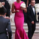 In die zweite Runde, die kirchliche Trauung von Ana und Bastian Schweinsteiger, ging es dann für Miroslava Najdanovski mit diesem eleganten Abendkleid in leuchtendem Pink.