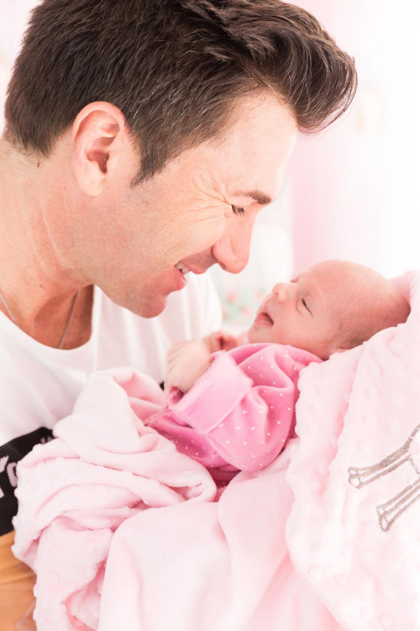 Vater Erkältet Baby Anstecken