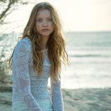 Spitzentattoo-Langarmshirt von Dior, weiße Spitzenshorts von Blugirl