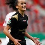Zum festen Kader gehört auch Mittelfeldspielerin und Stürmerin Fatmire Alushi, geborene Bajramaj. Ihre Teilnahme an der Weltmeisterschaft 2015 in Kanada sagt die Fußballerin ab - sie erwartet Nachwuchs.