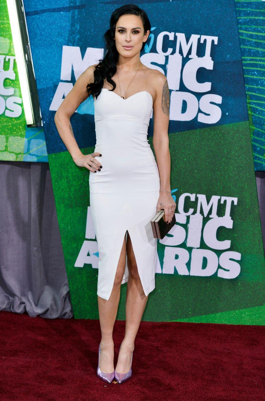 """Rumer Willis zeigt ihren perfekten Körper, den sie sich bei """"Dancing With The Stars"""" ertanzt hat, im engen Weißen."""