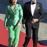 Farblich ebenso leuchtend war auch Königin Silvias grünes Anzug-Ensemble beim Dinner am Vorabend der Hochzeit.