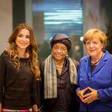 """16. September 2015  Treffen der starken Frauen: Königin Rania trifft auf dem """"G7 Forum for Dialogue with Women"""" auf Liberias Präsidentin Ellen Johnson Sirleaf und Bundeskanzlerin Angela Merkel."""