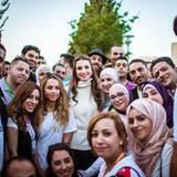 17. August 2015  Königin Rania und ihre Tochter Prinzessin Iman treffen Jungunternehmer in Amman.