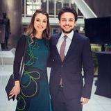 """16. April 2016  Eine stolze Mutter: Königin Rania trifft ihren Ältesten, Kronprinz Hussein, auf dem """"World Bank Spring Meeting"""" in Washington."""