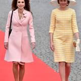 18. Mai 2016  Königin Rania ist mit Ehemann Abdullah zu Besuch in Belgien bei Köngin Mathilde und König Philippe. Vor dem Schloss in Brüssel schreiten die eleganten Königinnen Seite an Seite über den roten Teppich.