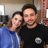 Mai 2015  Das geht das Mutterherz auf: Rania heißt ihren ältesten Sohn, Kronprinz Hussein, wieder zu Hause willkommen.