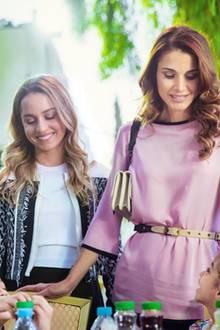 Juni 2016  Zusammen mit ihrer Tochter, Prinzessin Iman, besucht Königin Rania Waisenkinder der Al Hussein Social Foundation in Amman.