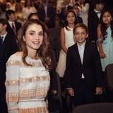 Juni 2016  Königin Rania ist stolz auf ihren Jüngsten, Prinz Haschem, der erfolgreich seine Grundschule beendet hat.