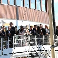 Auf dem Schiff gibt es Champagner und Canapés - und eine grandiose Aussicht. Die Tour soll Medienberichten zufolge etwa eine Stunde gehen.