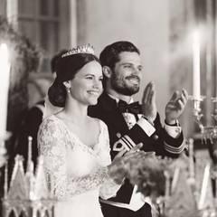 """""""Wir sind tief berührt von all der Liebe und Wertschätzung, die wir an unserem Hochzeitstag erleben durften"""", lassen Prinzessin Sofia und Prinz Carl Philip am Tag nach der Hochzeit mitteilen. """"Das Glück und die Freude, die Ihr uns gezeigt habt, bedeutet uns viel. Es ist eine wunderschöne Erinnerung, die wir für immer bei uns tragen werden."""""""